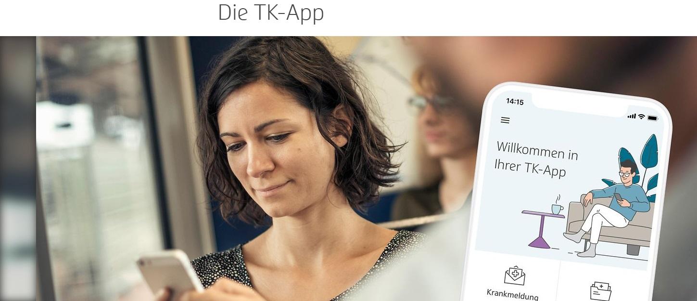 Frau schaut auf ihre TK-App